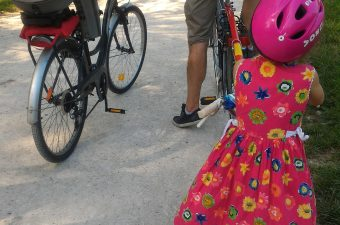 Pratiquer le vélo en famille, c'est sain... mais pas simple